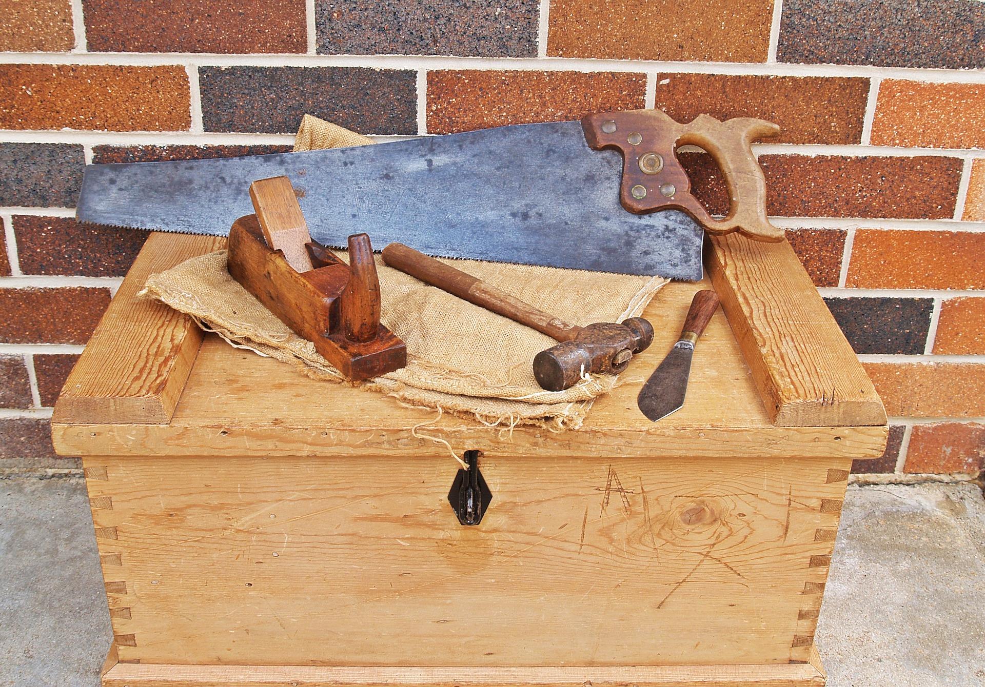 carpenters-toolbox-1466467_1920